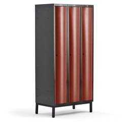 Metalowa szafa ubraniowa CURVE, na nóżkach, 3x1 drzwi, 1940x900x550 mm, czerwony