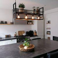 Lampy sufitowe, Przemysłowa lampa wisząca czarna z półką 4-źródła światła - Cage Rack