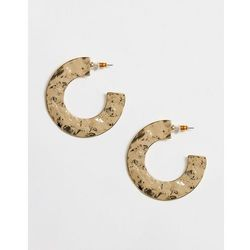 ASOS DESIGN hoop earrings in flat shape hammered texture in gold tone - Gold
