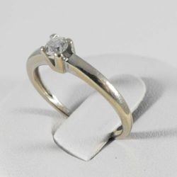 Złoty pierścionek z diamentem P1552A