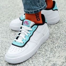 Nike Wmns Air Force 1 LV8 DBL (BV1084-100)