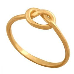 Ciekawy pierścionek w formie precelka. Idealny do noszenia w połowie palca.40126